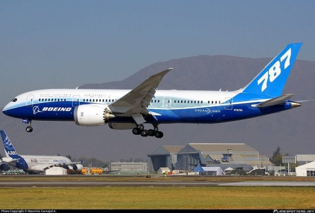 Actual Photos of Boeing 787-8 Dreamliner (1)