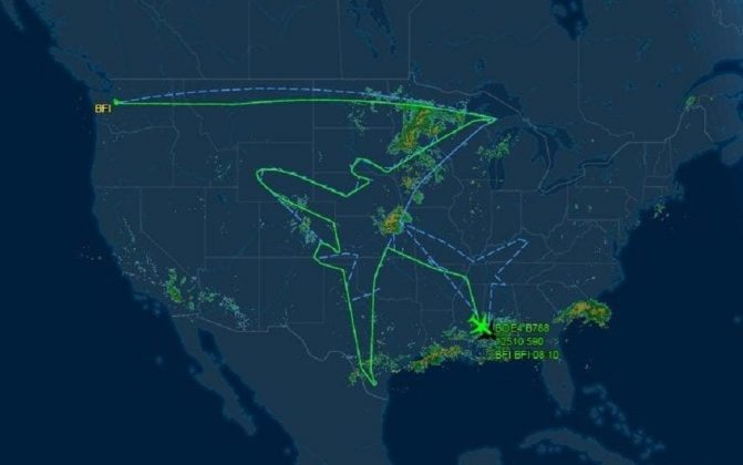 Photos of Boeing 787 Dreamliner Draws a Huge Airplane in the Sky over USA (5)